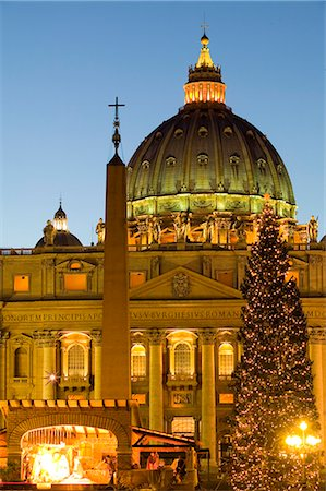 St. Peter's Basilica at Christmas time, Vatican, Rome, Lazio, Italy, Europe Stock Photo - Rights-Managed, Code: 841-02721716