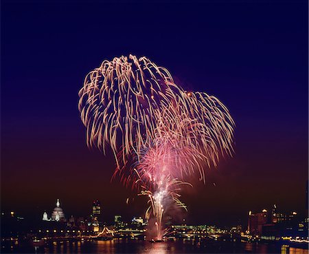 Fireworks over the River Thames, London, England, United Kingdom, Europe Stock Photo - Rights-Managed, Code: 841-02900095