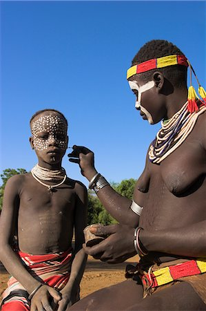 Woman painting her daughter's face, Mago National Park, Lower Omo Valley, Ethiopia, Africa Stock Photo - Rights-Managed, Code: 841-02917048
