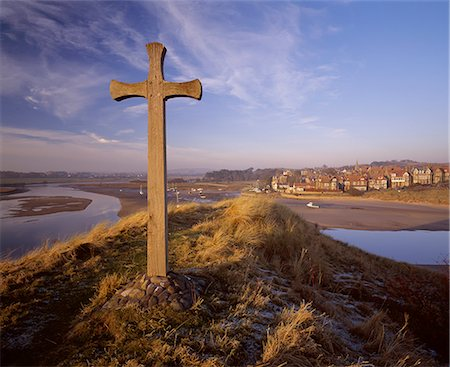 religious cross nobody - View from Church Hill across the Aln Estuary towards Alnmouth bathed in the warm light of a winter's afternoon, Alnmouth, Alnwick, Northumberland, England, United Kingdom, Europe Stock Photo - Rights-Managed, Code: 841-02918146