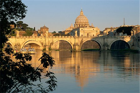 River Tiber and Ponte Sant'Angelo, St. Peter's basilica and the Vatican beyond, Rome, Lazio, Italy, Europe Stock Photo - Rights-Managed, Code: 841-02920864