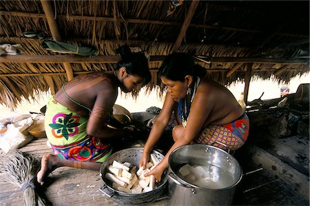 panama traditional costume - Embera Indian cooking, Soberania Forest National Park, Panama, Central America Stock Photo - Rights-Managed, Code: 841-03060476