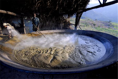 Making jaggery from sugar cane juice, Koviloor, near Munnar, Kerala, India, Asia Stock Photo - Rights-Managed, Code: 841-03520030