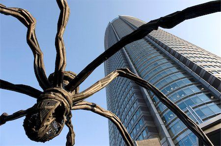 Maman Spider sculpture by Louise Bourgeois with Roppongi Hills Mori Tower in Roppongi, Tokyo, Japan, Asia Stock Photo - Rights-Managed, Code: 841-03676972