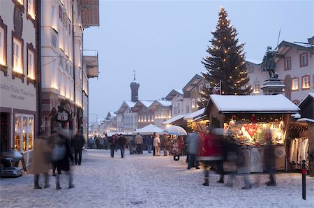 small town snow - Christmas Market, Christmas tree with stalls and people at Marktstrasse at twilight in the spa town of Bad Tolz, Bavaria, Germany, Europe Stock Photo - Rights-Managed, Code: 841-03673128