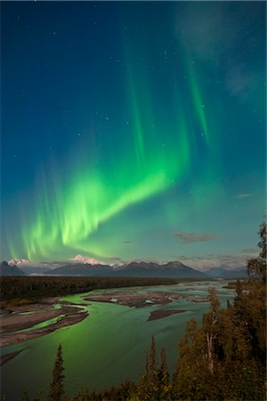 seasonal - Northern lights above Mount McKinley and the Chulitna River during a full moon, seen from the Parks Highway overlook, Denali State Park, Alaska, Autumn Stock Photo - Rights-Managed, Code: 854-05974326