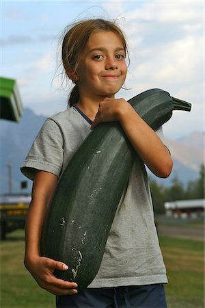 Portrait of a young girl holding an oversized zucchini at the Alaska State Fair Stock Photo - Rights-Managed, Code: 854-02955556