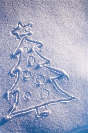 pretty draw - Christmas tree drawing in fresh blanket of snow during winter Alaska Stock Photo - Rights-Managed, Code: 854-02955830