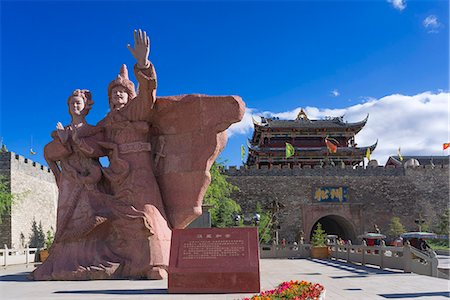 Statue of Princess Wencheng and Gungsong Gungtsen, Songzhou gate (Beimen/North gate), Old town of Songpan (Sunqu), Ngawa Tibetan and Qiang Autonomous Prefecture, Suchuan Province, PRC Photographie de stock - Rights-Managed, Code: 855-08420829