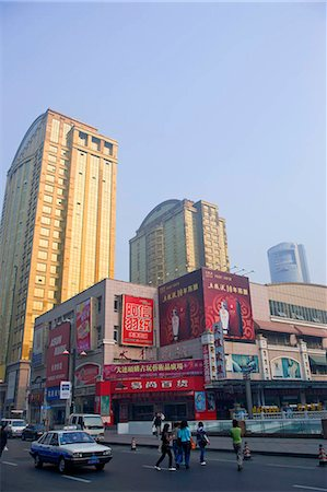 Centre-ville Road, Dalian, Chine Shanghai, Dalian Chine Photographie de stock - Rights-Managed, Code: 855-03024183