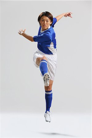 footballeur - Woman In Soccer Uniform Ready To Kick a Ball Stock Photo - Rights-Managed, Code: 858-06617817