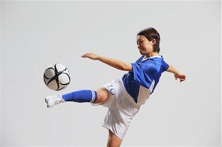 footballeur - Woman In Soccer Uniform Practicing With Ball Stock Photo - Rights-Managed, Code: 858-06617820