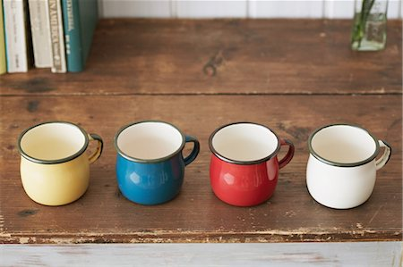 Cups on a table Stock Photo - Rights-Managed, Code: 859-06538360