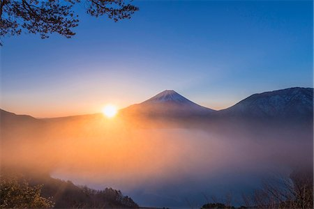 fog (weather) - Yamanashi Prefecture, Japan Stock Photo - Rights-Managed, Code: 859-08359525