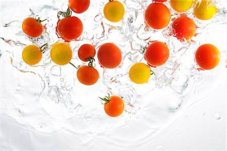 falling - Cherry Tomatoes Splashing In To Water Stock Photo - Rights-Managed, Code: 859-03598637