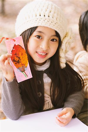 pretty draw - Girl showing A Card Painted With Leaf Stock Photo - Rights-Managed, Code: 859-03839614