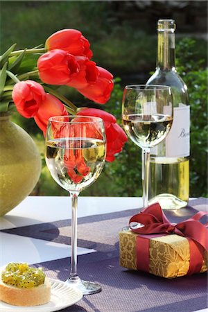 White wine, gift and bunch of tulips on garden table Stock Photo - Rights-Managed, Code: 853-05523461