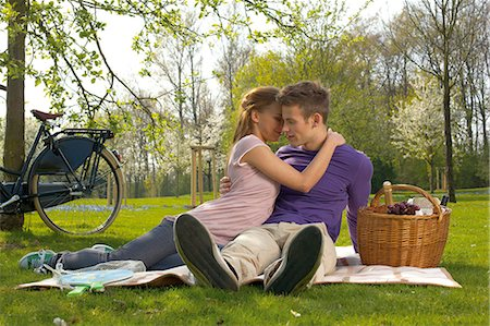 Young couple having picnic Stock Photo - Rights-Managed, Code: 853-06441435