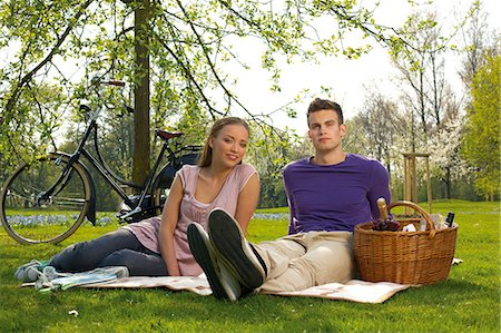 Young couple having picnic Stock Photo - Rights-Managed, Code: 853-06441433