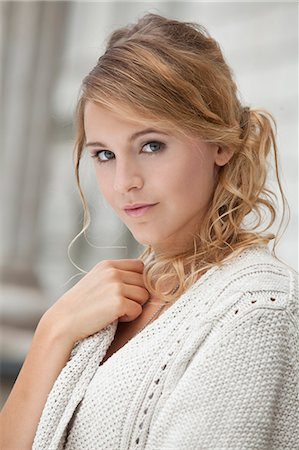 Young blond woman, portrait Stock Photo - Rights-Managed, Code: 853-06442098