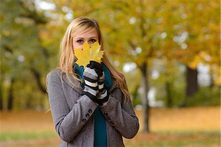season - Young woman holding autumnal leaf Stock Photo - Rights-Managed, Code: 853-06442269