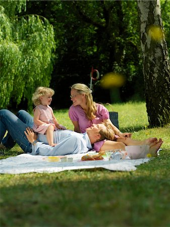 family fun day background - Family having picnic in park Stock Photo - Rights-Managed, Code: 853-02914297