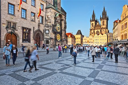 Europe, Czech Republic, Central Bohemia Region, Prague. Prague Old Town Square, Tyn Church Fotografie stock - Rights-Managed, Codice: 862-05997437