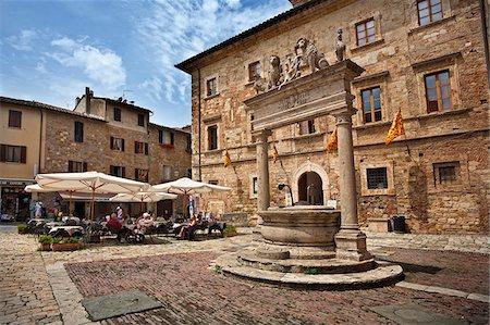 exterior bar - Italy, Tuscany, Siena district, Val di Chiana, Montepulciano, Piazza Grande Stock Photo - Rights-Managed, Code: 862-05998063