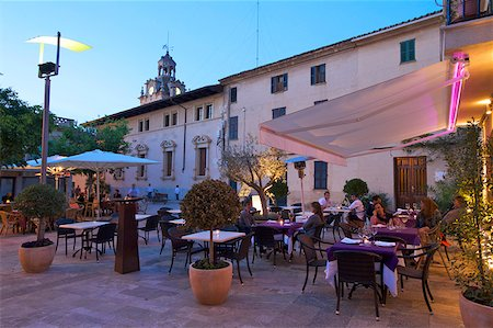 european cafe bar - Restaurant in teh Old Town of Alcudia, Mallorca, Balearen, Spanien Stock Photo - Rights-Managed, Code: 862-05999462