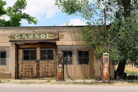 rural gas station - Abandoned garage, Southern Utah,  Utah,  USA Stock Photo - Rights-Managed, Code: 862-06677605