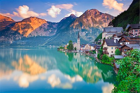 Austria, Osterreich. Upper Austria, Oberosterreich. Hallstattersee lake. Hallstatt. Stock Photo - Rights-Managed, Code: 862-07689801