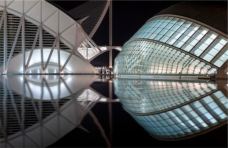 puentes - Europe, Spain, Valencia, City of Arts and Sciences, Principe Felipe Science Museum and Hemisferic Stock Photo - Rights-Managed, Code: 862-07690906