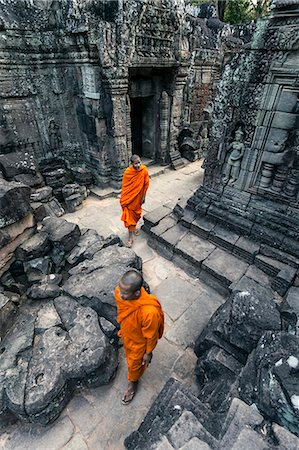 Cambodia, Siem Reap, Angkor Wat complex. Monks inside Ta Som temple (MR) Stock Photo - Rights-Managed, Code: 862-07909531