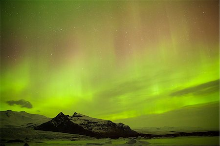 sky stars - Iceland, Fjallsarlon. The Northern Lights appearing in the sky at Fjallsarlon, a glacier lake at the southern end of the Icelandic glacier of Vatnajokull. Stock Photo - Rights-Managed, Code: 862-07909910