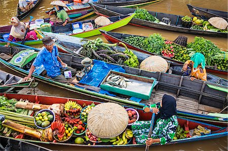 Indonesia, South Kalimatan, Lok Baintan. A picturesque floating market scene on the Barito River. Stock Photo - Rights-Managed, Code: 862-07909926