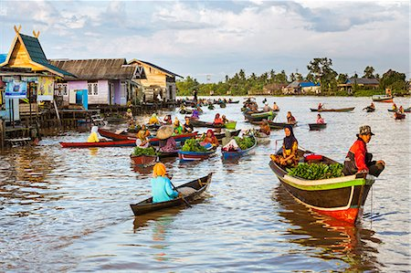 Indonesia, South Kalimatan, Lok Baintan. A picturesque floating market on the Barito River. Stock Photo - Rights-Managed, Code: 862-07909920
