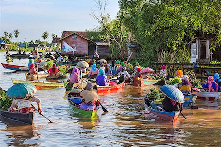Indonesia, South Kalimatan, Lok Baintan. A picturesque floating market scene on the Barito River. Stock Photo - Rights-Managed, Code: 862-07909923
