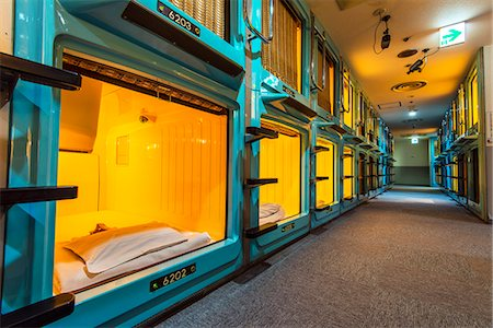empty - Capsule Hotel in Shinjuku district, Tokyo, Japan Photographie de stock - Rights-Managed, Code: 862-07910166