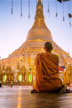 southeast asian ethnicity - Myanmar, Yangon. Buddhist monk praying in front of Shwedagon pagoda (MR) Stock Photo - Rights-Managed, Code: 862-07910350