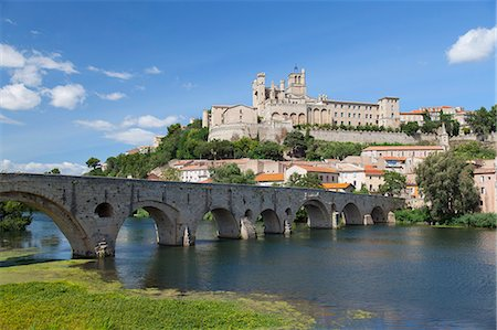 france - Saint Nazaire Cathedral and Pont Vieux (Old Bridge), Beziers, Herault, Languedoc-Roussillon, France Stock Photo - Rights-Managed, Code: 862-08090175