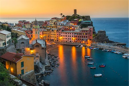 Top view at sunrise of the picturesque sea village of Vernazza, Cinque Terre, Liguria, Italy Stock Photo - Rights-Managed, Code: 862-08090383