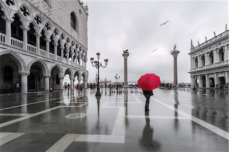 Italy, Veneto, Venice. Woman with red umbrella in front of Doges palace with acqua alta (MR) Stock Photo - Rights-Managed, Code: 862-08090399