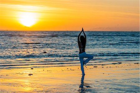 sandi model - South East Asia, Philippines, The Visayas, Cebu, Bantayan Island, Sugar Beach, girl doing yoga (MR) Stock Photo - Rights-Managed, Code: 862-08090997