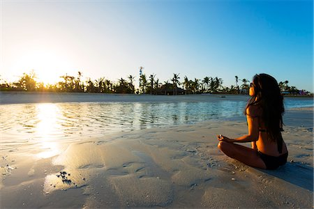 sandi model - South East Asia, Philippines, The Visayas, Cebu, Bantayan Island, Sugar Beach, girl doing yoga (MR) Stock Photo - Rights-Managed, Code: 862-08091004