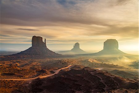 Sunrise view over the Mittens, Monument Valley Navajo Tribal Park, Arizona, USA Fotografie stock - Rights-Managed, Codice: 862-08091452
