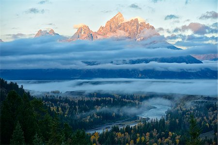 USA, Wyoming, Grand Teton National Park, Snake river overlook at dawn with Tetons in the back Stock Photo - Rights-Managed, Code: 862-08091556