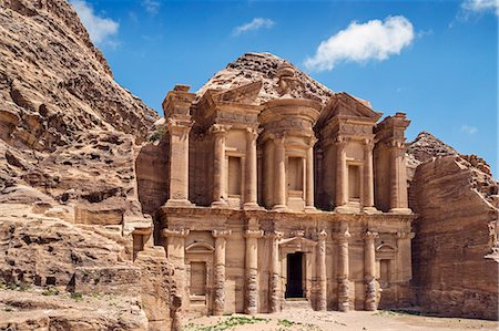 Jordan, Petra.  One of Petra s famous attractions is Ad Deir, known as the Monastery. It is reached by a flight of 800 steps cut into rock. It was either a temple or tomb but later, in Byzantine time, probably used as a church. Photographie de stock - Rights-Managed, Code: 862-08273506