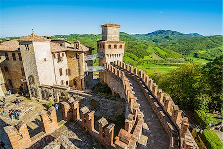 Vigoleno, Piacenza, Emiglia-Romagna, Italy. View of the castle walls from the tower. Stock Photo - Rights-Managed, Code: 862-08699556