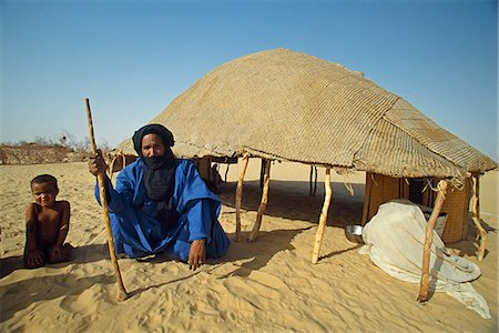 desert people dress photos - Blue clad Tuareg male elder and grand children outside his reed woven shelter Stock Photo - Rights-Managed, Code: 862-03364070