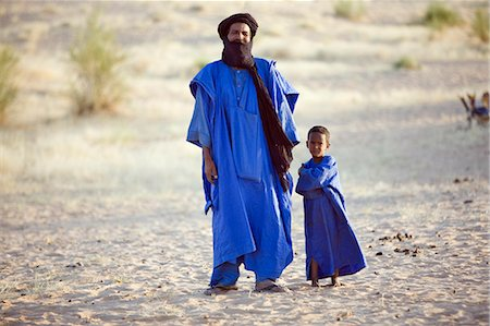desert people dress photos - Mali,Timbuktu. A Tuareg man and his son in the desert north of Timbuktu. Stock Photo - Rights-Managed, Code: 862-03364250